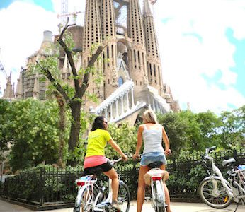 Classic City e-Bike Tour with Sagrada Familia Visit